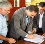 Prefeitura de Petrópolis assina convênio com produtores rurais