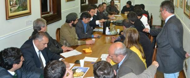Representantes do Movimento Acorda Petrópolis discutem o transporte público da cidade com vereadores