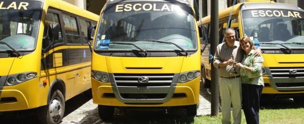 Ônibus escolares adaptados são entregues