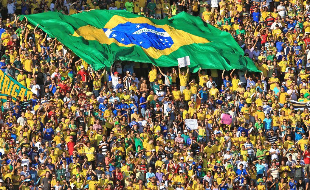 Resultado de imagem para fotos da torcida brasileira