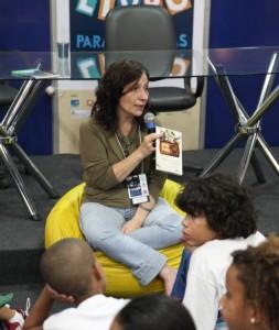 Sandra Pina é especialista em Literatura Infantil e Juvenil pela UFF, presidente da Associação de Escritores e Ilustradores de Literatura Infantil e Juvenil