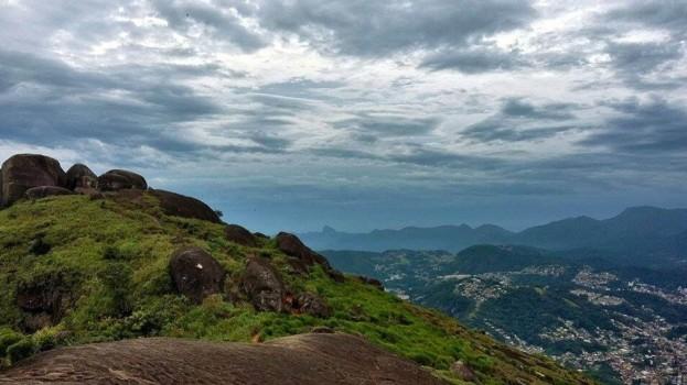Grupos se unem para realizar ações de conscientização de preservação ambiental e prevenção de acidentes nas montanhas