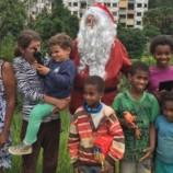 Natal Solidário entrega mais de 100 cestas básicas a famílias carentes