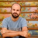 Especialista em moda, André Carvalhal, participa de noite de autógrafos na Estácio de Sá