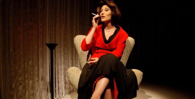 Beth Goulart vive Clarice Lispector em duas apresentações no Theatro D. Pedro