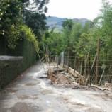 Buraco na Estrada do Ribeirão está cada vez maior