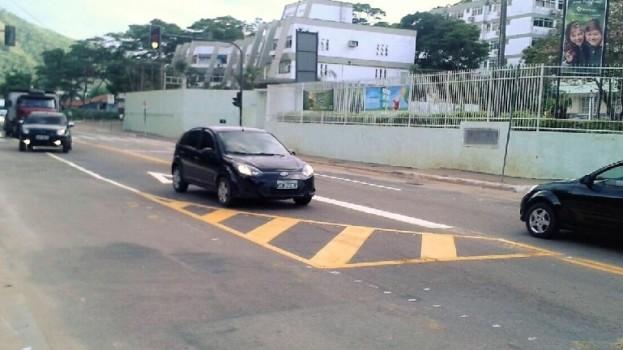 Sinalização é alterada em trecho de Itaipava para desafogar o trânsito