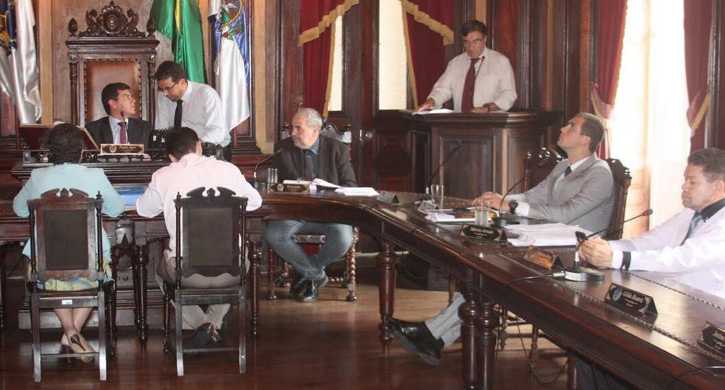 Câmara aprova reforma administrativa que corta 180 cargos