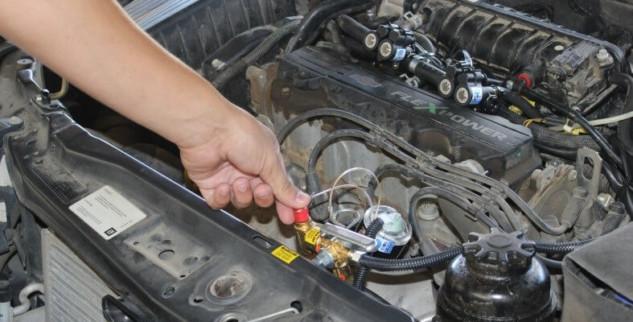 Motoristas devem sair do carro na hora de abastecer com GNV em Petrópolis