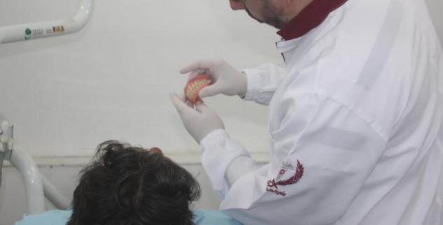 Departamento de Saúde Bucal entrega próteses dentárias para 30 pacientes assistidos nas unidades de Saúde da Família