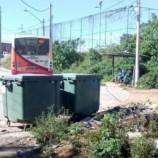 Remoção de entulho no Vai Quem Quer libera área de manobra do ônibus